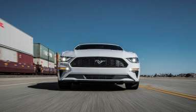 23 2018 Ford Mustang EcoBoost front in motion 384x220 - بررسی فورد موستانگ اکوبوست 2018
