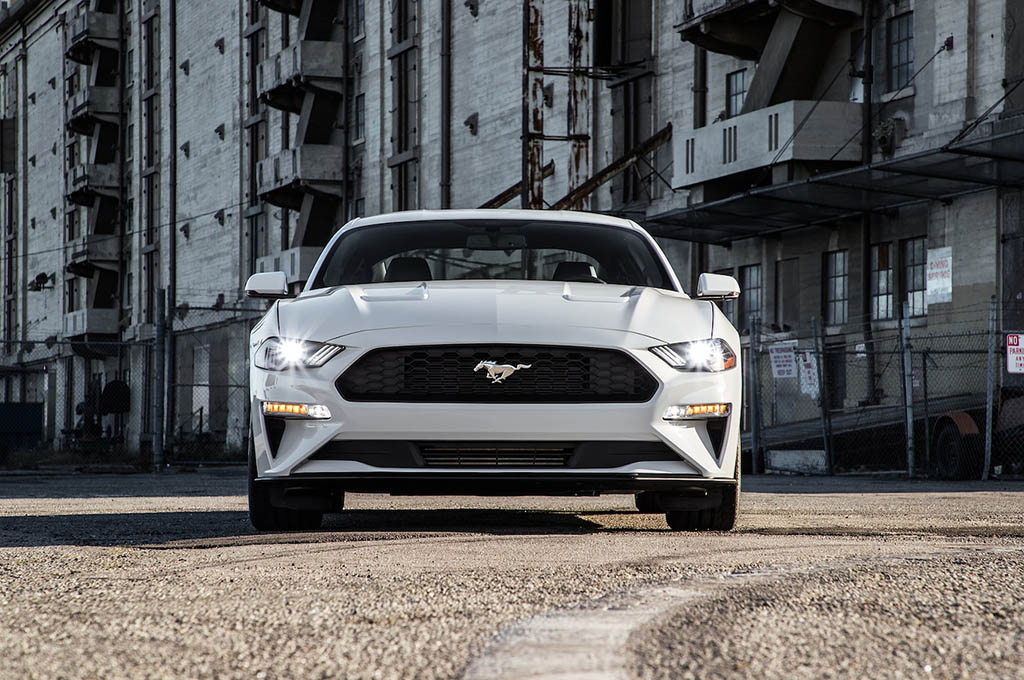 3 2018 Ford Mustang EcoBoost front - بررسی فورد موستانگ اکوبوست 2018