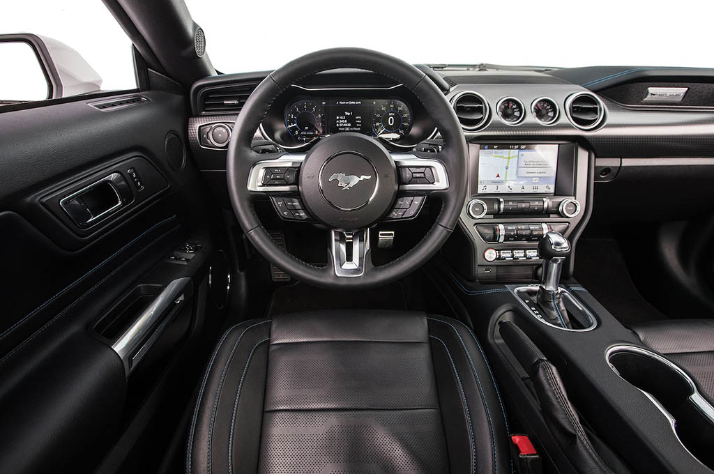 5 2018 Ford Mustang EcoBoost front interior - بررسی فورد موستانگ اکوبوست 2018